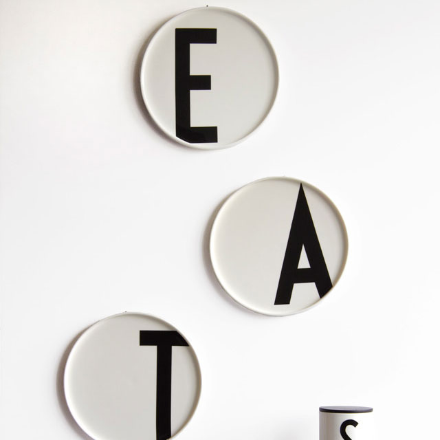 design letters arne jacobsen fine bone china plate 1937 panik design. Black Bedroom Furniture Sets. Home Design Ideas